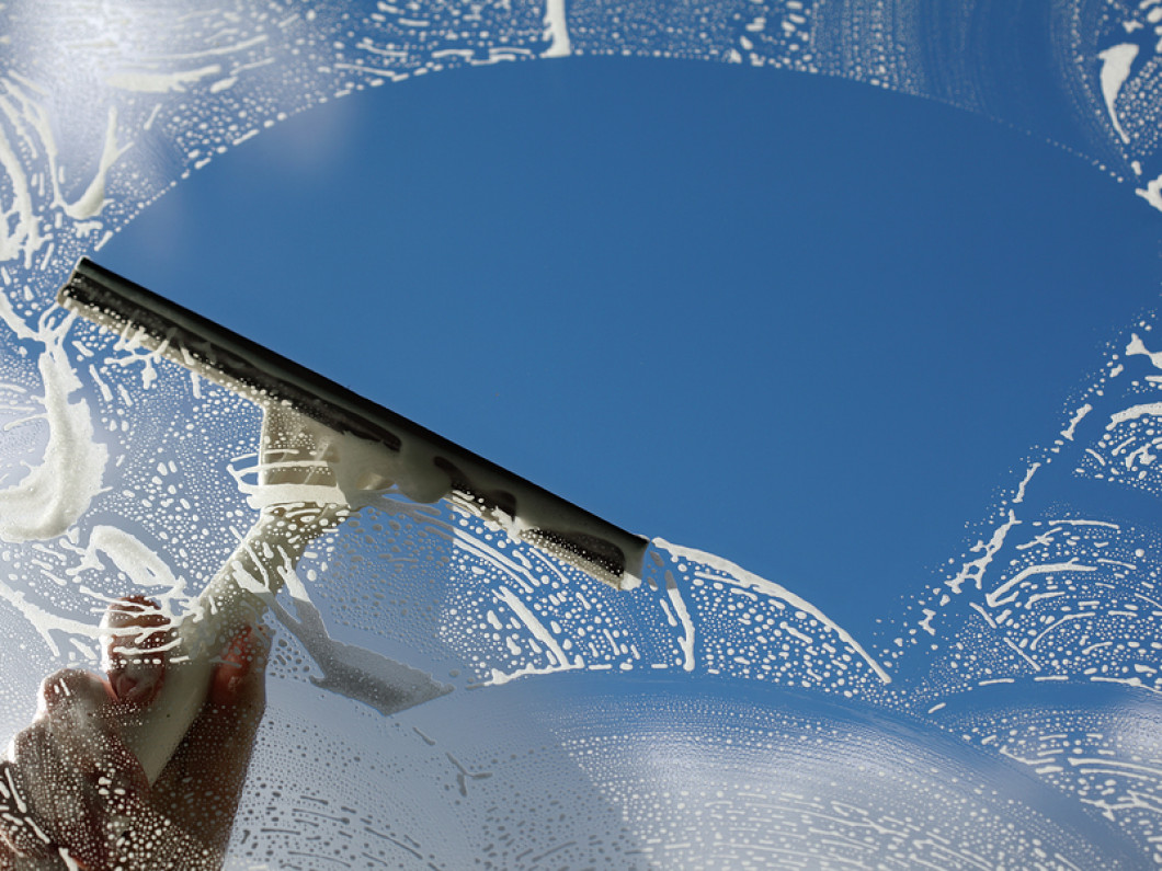 3 reasons to hire a professional to clean your windows